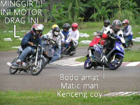 crutketika-dragbiker-ngejar-matic-roadrace.jpg